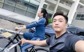 """Dở khóc dở cười Cường Đô La - Đàm Thu Trang """"trốn con"""" hẹn hò: Tưởng lãng mạn ai dè vợ đi ô tô chiếu đèn cho chồng... đạp xe"""