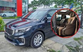 Kia Sedona Signature 2020 về đại lý: Gần 1,3 tỷ đồng đổi lấy nội thất 'sang xịn mịn', ghế sau tích hợp loạt tính năng cho VIP