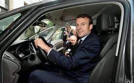 Xe bọc thép dở chứng khi công du, Tổng thống Pháp phải dùng xe thường nhưng nhất quyết chỉ dùng xe quốc dân