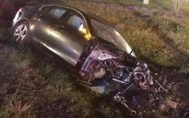 Thanh niên lái Jaguar gây tai nạn khi chạy trốn cảnh sát, động cơ bay thẳng vào nhà dân