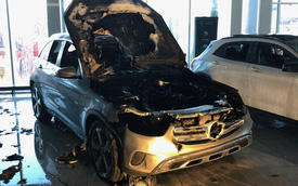 Đang nằm trong đại lý, Mercedes-Benz GLC 2020 bốc cháy đầy bí ẩn, lính cứu hoả vật lộn 1,5 tiếng mới xử lý được