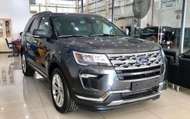 Ford Explorer giảm sâu gần 300 triệu ở nhiều đại lý - Giá bán chạm đáy mới, lần đầu dưới 2 tỷ đồng
