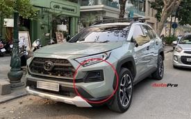 Toyota RAV4 giá 2,4 tỷ đồng hàng độc tại Việt Nam lộ diện với chi tiết lạ ở phía trước