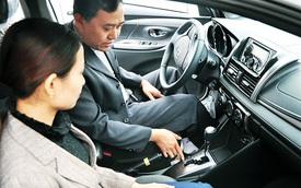 Học phí tăng sốc từng tuần, giới trẻ nháo nhác đăng ký thi bằng lái ô tô: 'Em cần bằng cho rẻ đã rồi tính sau'