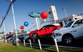 Tăng giá xe, thêm option để móc túi khách hàng - Đến lúc các hãng xe ngấm đòn bán chậm