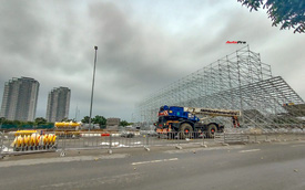 Quang cảnh đường đua F1 Hà Nội sau lệnh hoãn: Đại công trường ngổn ngang, công nhân vẫn làm việc
