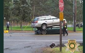 Tai nạn hy hữu: Toyota 86 phiên bản đặc biệt và cái kết dưới gầm Subaru Outback
