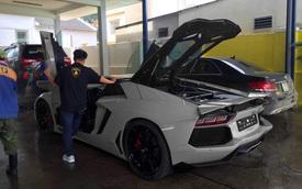 Lamborghini Aventador Roadster LP700-4 thứ 5 về tới Việt Nam? Nhưng chiếc Mercedes-Benz bên cạnh đã nói lên sự thật