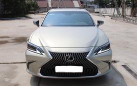 Hàng hiếm Lexus ES 250 2020 bán lại giá 2,5 tỷ đồng sau 1.300km kèm tiết lộ: 'Chủ xe là đại gia sưu tầm kín tiếng'