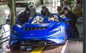 Xem cảnh siêu xe mui trần McLaren Elva tắm mưa - Khi xe triệu USD không bằng xe cỏ