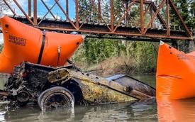 Choáng với chiếc Ford Mustang trông như phô mai sau 40 năm nằm dưới lòng sông