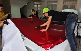 Xôn xao hình ảnh dán decal xe siêu sang Rolls-Royce kiểu Việt Nam