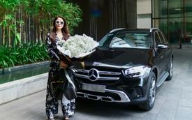 Trương Ngọc Ánh 'đập hộp' Mercedes-Benz GLC 200 nhưng cách nhận xe gây chú ý