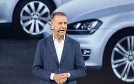 Đấu đá nội bộ, CEO Volkswagen mất chức, phải xin lỗi công khai để được hỗ trợ công việc