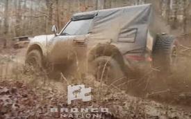 Ford Bronco khoe khéo khả năng lội bùn như G-Class, Defender