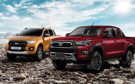 Bằng giá, mua Toyota Hilux hay Ford Ranger: Bán tải chạy phố đua công nghệ
