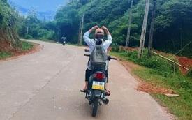 Yên Bái: Xử phạt một học sinh nữ lái xe mô tô buông cả hai tay