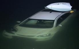 Nữ tài xế nghi say rượu lái ô tô xuống hồ