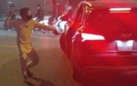 Hà Nội: Ô tô và xe máy va chạm, hai bên lao vào ẩu đả dẫn đến thương tích