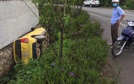 Ô tô lật nghiêng dưới cống, tài xế không còn ở hiện trường - diễn biến tai nạn gây tò mò