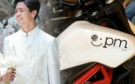 Công Phượng viết ký hiệu tên Viên Minh lên xe mô tô phân khối lớn