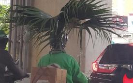 """Trời nắng nhưng vẫn phải chạy ngoài đường kiếm tiền, chú xe ôm nghĩ ra cách mang theo """"bóng râm"""" khiến ai cũng phải ngước nhìn"""