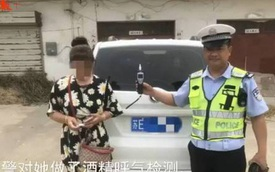 Nữ tài xế lao xe vào nhà dân, trèo hẳn lên giường để trốn công an kiểm tra nồng độ cồn