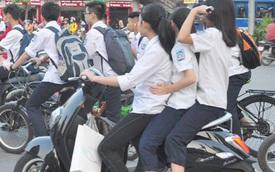 """Học sinh sắp """"hết cửa"""" vô tư chạy xe đạp điện, xe máy"""