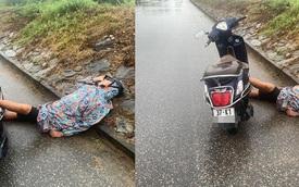 Người đàn ông say mèm dựng xe giữa đường, nằm gác đầu lên đê ngủ bất chấp sự đời