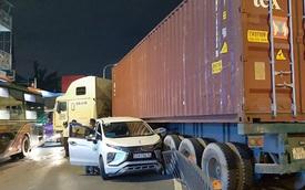 Lạc tay lái, xe đầu kéo gây ra vụ tai nạn liên hoàn