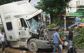 TP.HCM: Xe container nát đầu vì húc đuôi ô tô tải, tài xế mắc kẹt gào thét kêu cứu