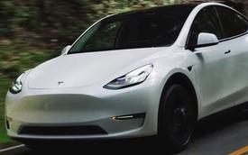 Nóc xe Tesla bị thổi bay khi đang chạy, nạn nhân hỏi Elon Musk: 'Sao ông không cho tôi biết nó là xe mui trần?'