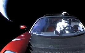 Chiếc Tesla Elon Musk phóng lên vũ trụ vừa bay ngang Sao Hoả lần đầu tiên sau 2 năm rời Trái đất