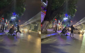 Nam thanh niên cãi nhau với bạn gái giữa đường, liên tục đấm đá vào chiếc xe máy gây xôn xao cộng đồng mạng