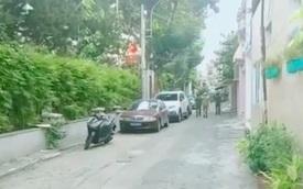 Người đàn ông tâm thần cầm dao chặt chém xe ô tô ở Sài Gòn