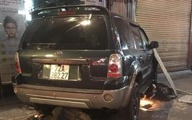 """Ô tô """"điên"""" tông nhiều xe máy, 4 người bị thương ở Sài Gòn"""