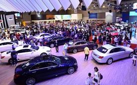 """Thị trường ô tô và cú """"bẻ lái"""" của lệ phí trước bạ"""