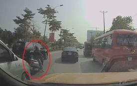 """Cả phố bỗng ùn tắc, các tài xế xôn xao tưởng có """"biến"""" hóa ra nguyên nhân chỉ vì một người phụ nữ"""
