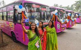 Để bảo vệ phụ nữ trước nạn xâm hại tình dục, Ấn Độ cho ra đời tuyến xe buýt màu hồng với những tính năng đặc biệt