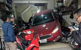 Pha lùi ô tô khiến tất cả hoảng sợ, người chịu hậu quả nặng nề nhất lại là chủ cửa hàng sửa xe