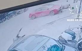 Khoảnh khắc ô tô húc người đi xe máy lộn một vòng kinh hoàng trên không trung