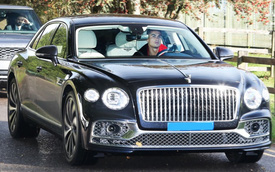 Vừa tậu Bentley Flying Spur đời mới, Ronaldo phải 'xếp xó' mẫu xe siêu sang này vì lý do 'lãng xẹt'