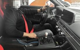 Phanh tay bên trong Honda Civic Type R 2022 gây tranh cãi: Hiện đại với người này nhưng bất tiện với người khác