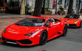 Vợ chồng ca sĩ Đoàn Di Băng mang Lamborghini Huracan mới tậu dạo phố Sài Gòn, được hộ tống bởi một siêu xe đặc biệt khác