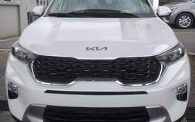 Kia Sonet đầu tiên về đại lý Việt Nam - SUV cỡ nhỏ gây tranh cãi vì giá cao nhất 609 triệu đồng, đấu Toyota Raize