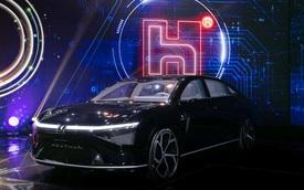 Hãng lắp ráp iPhone ra mắt 3 xe điện, trong đó có cả tác phẩm của nhà thiết kế xe VinFast