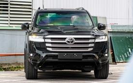 Những mẫu xe gầm cao chính hãng giá trên 4 tỷ vừa ra mắt Việt Nam: Có cả 'huyền thoại' SUV và bán tải 'lạ hoắc'