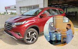 Tích tiểu thành đại, chủ tiệm tạp hoá nhỏ tậu Toyota Rush bằng tiền lẻ 'đút lợn' trong 3 năm
