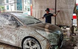 Loạn giá rửa xe 30 Tết: Đội giá 2-3/lần ngày thường nhưng 'Đắt mấy cũng phải chơi'