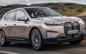 BMW 'đứng hình' vì xe Mercedes bất ngờ lọt vào ảnh quảng bá SUV chủ lực vừa ra mắt